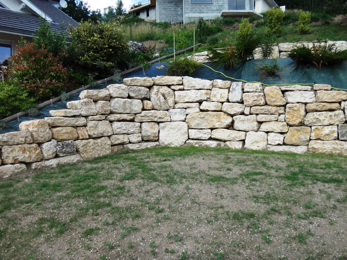 Travaux de mur en enrochement giraudon travaux publics for Enrochement paysager