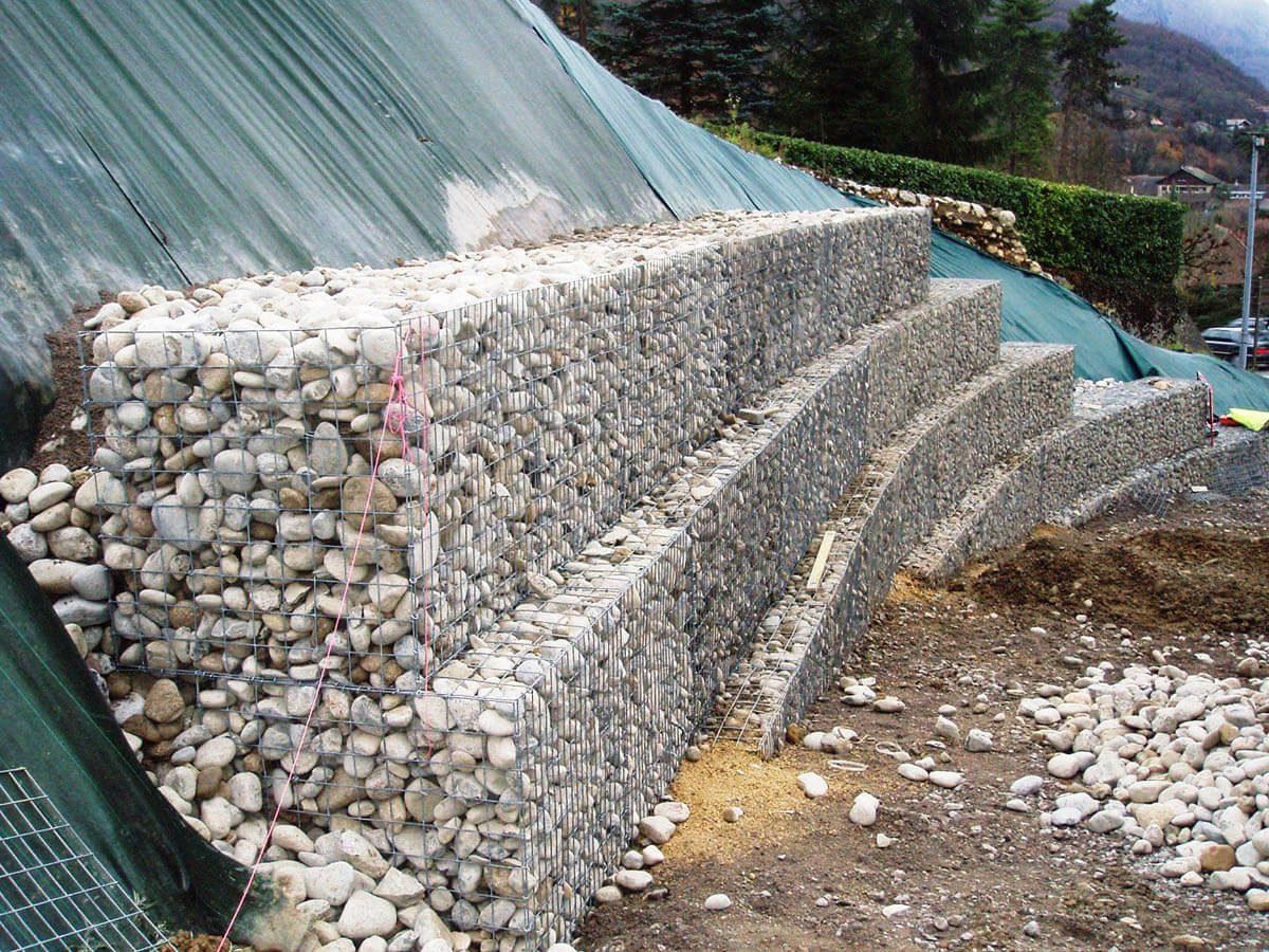 Mur en gabion amenagements paysagers giraudon travaux for Castorama gabion